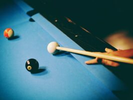 hold a Pool cue